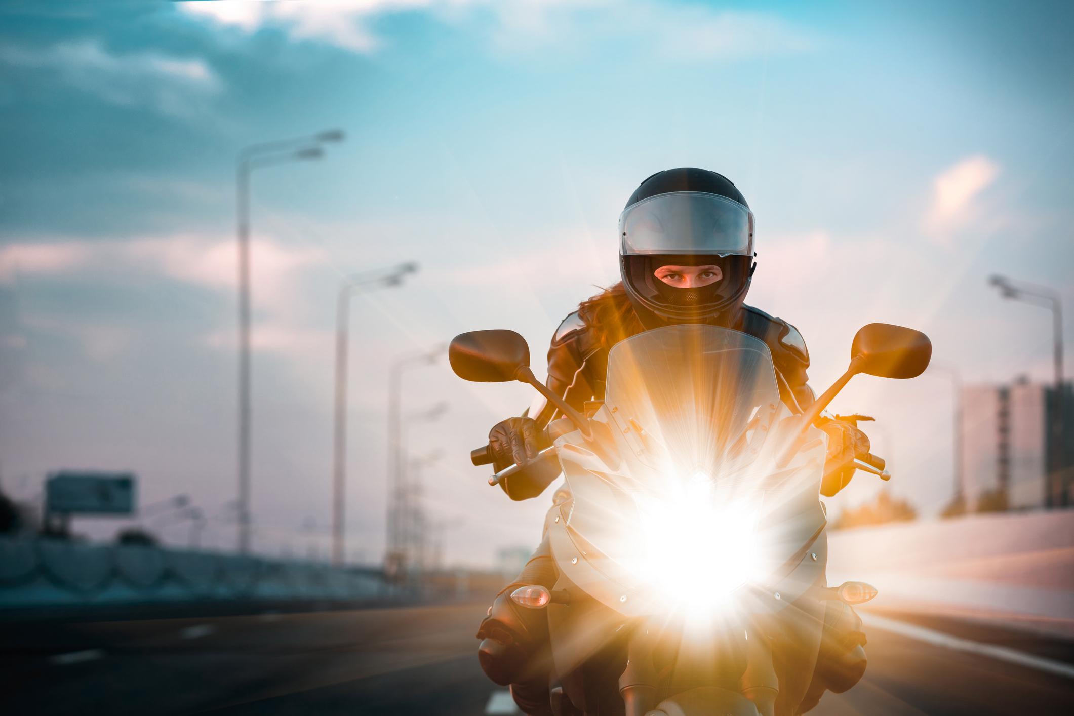 Vilken utrustning har en motorcykelförare?